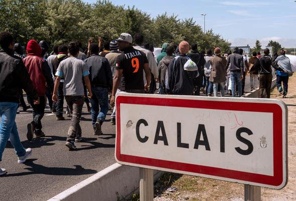 """Le """"giungle"""" di Calais e le espulsioni dell'umanitario"""