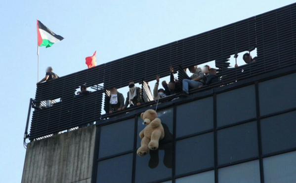 Gli occupanti dell'#ExTelecom resistono per 12 ore