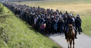 Polizia-slovena-scorta-migranti