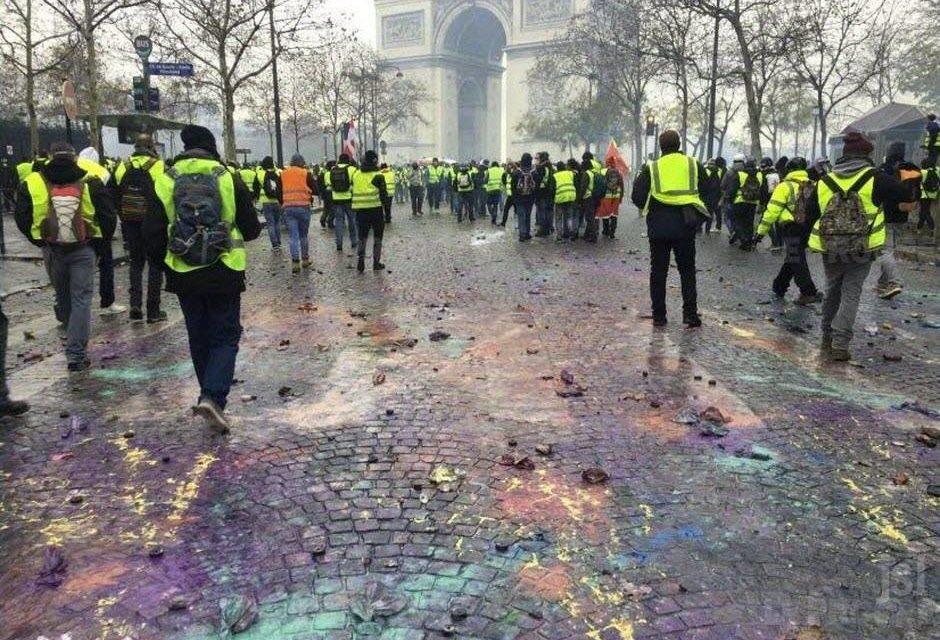 """""""Siamo sull'orlo di una trasformazione globale"""". Intervista a Toni Negri sui Gilets jaunes"""