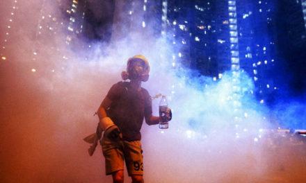 """""""Be Water!"""": sette tattiche che stanno vincendo la rivoluzione democratica di Hong Kong"""
