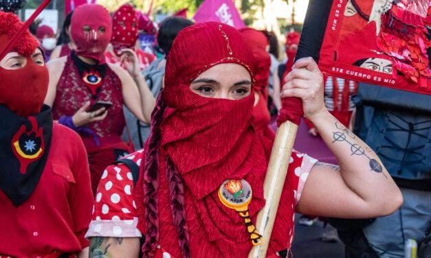 Disarmare l'architettura neoliberista in Cile: dialogo con l'attivista femminista Javiera Manzi